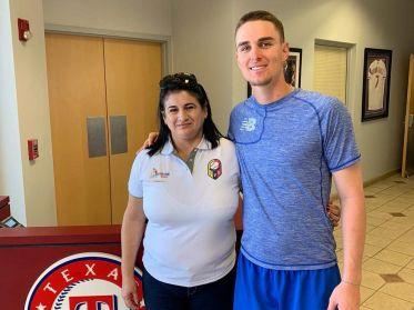 Aracelis León se reúne con los jugadores de Rangers